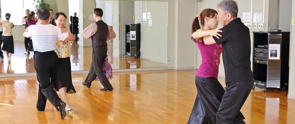 シャルウィーダンス・中級(社交ダンス教室)